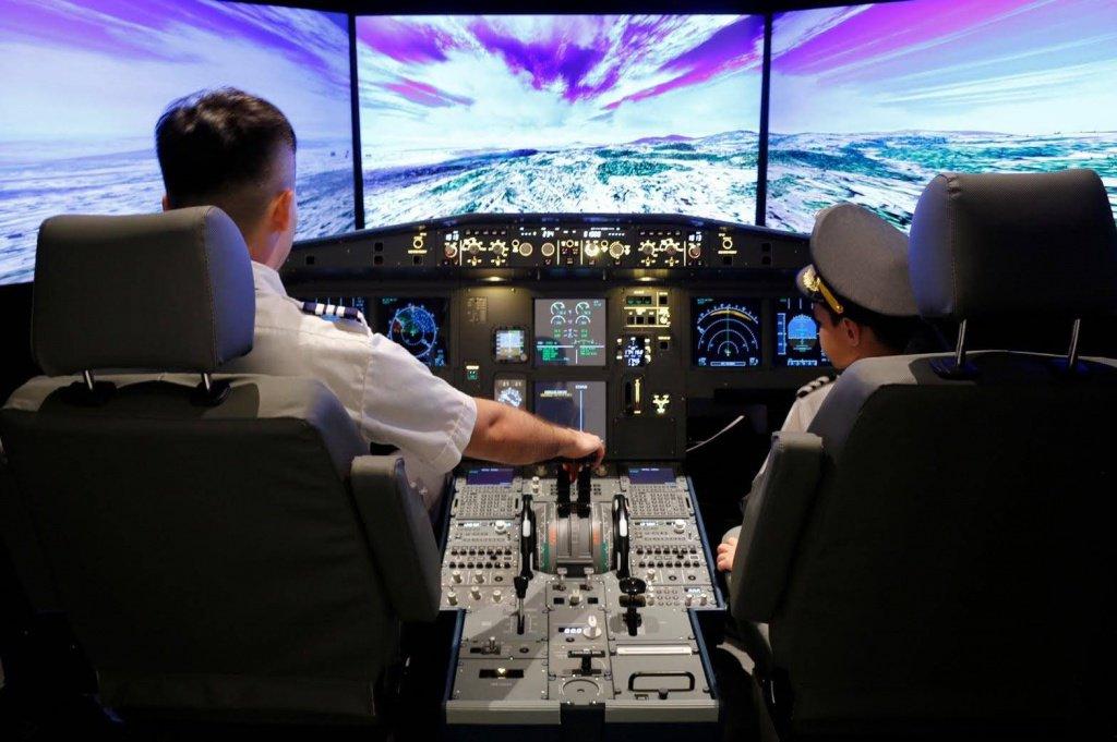 Pilot in Café-12.jpg