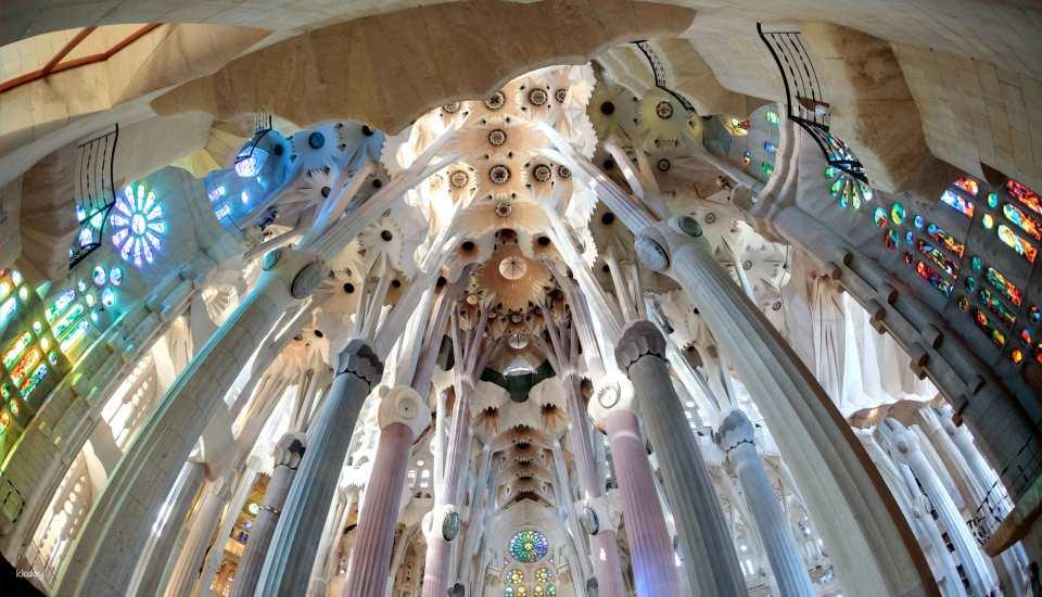 聖家堂-教堂內.jpg